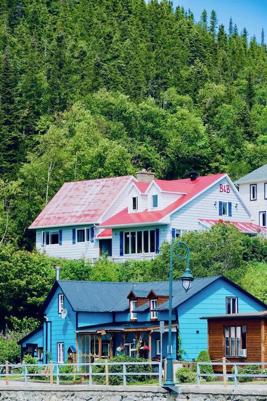 Les maisons colorées à Tadoussac