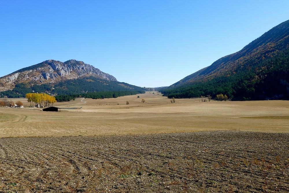 La plaine de Caille dans le parc Régional des Préalpes d'Azur