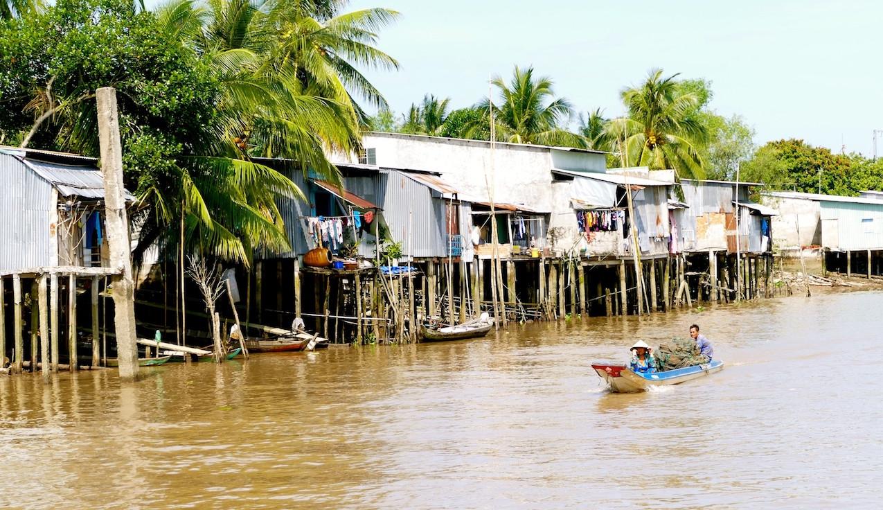Village au bord du Mékong
