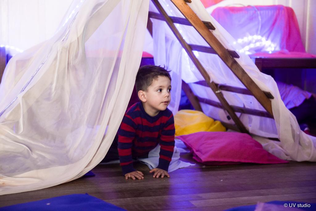 Cabana de tecido com luzes