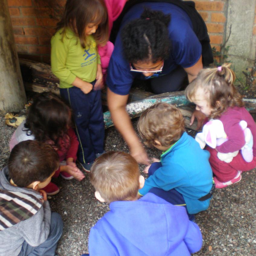 Turma de alunos com a professora