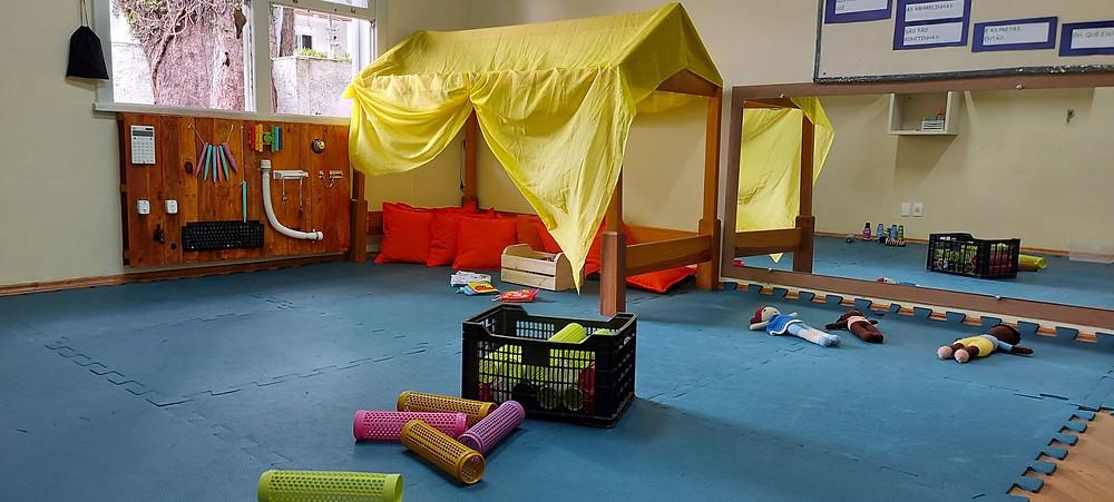 Espaço da escola preparado para as crianças brincarem