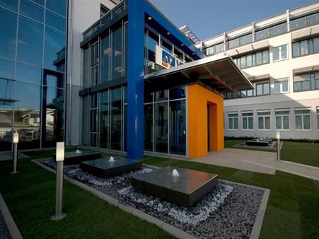 BuM VR Bank Neuwied City Eingang seitlic