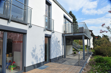 BuM EFH Fassade Terrasse Garten Seite 2.
