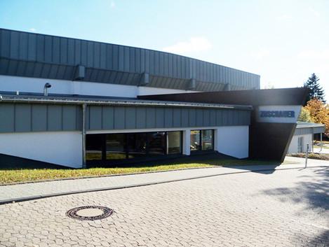BuM Sporthalle LES Aussen 1.jpg