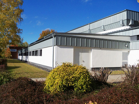BuM Sporthalle LES Aussen 3.jpg