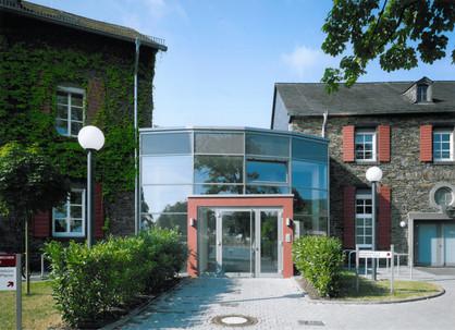 BuM Pfarr-u.Gemhaus Feldk.Aussen 3.jpg