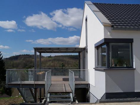 BuM EFH Fassade Balkon.jpg