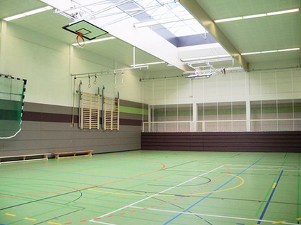BuM Sporthalle LES Halle innen.jpg