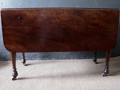 Flame mahogany big Pembroke Table