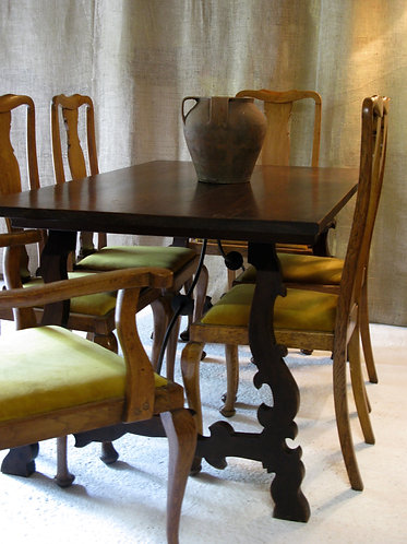 Spanish vintage  table with 6 antique dining chairs