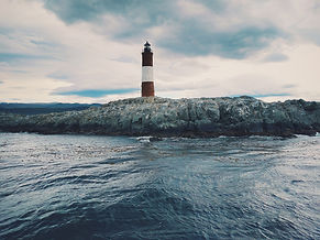 lighthouse-1209856_1920.jpg