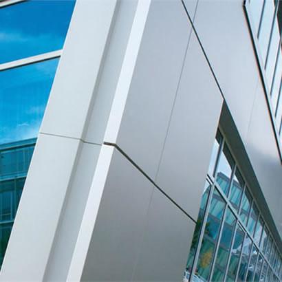Edifício revestido de ACM