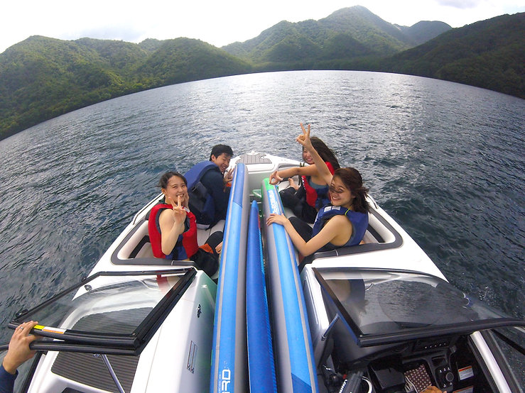 中禅寺湖でモーターボード&SUP体験