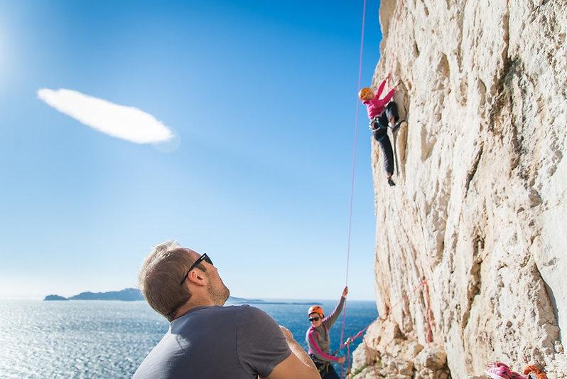 école d'escalade en falaise en bordde mer