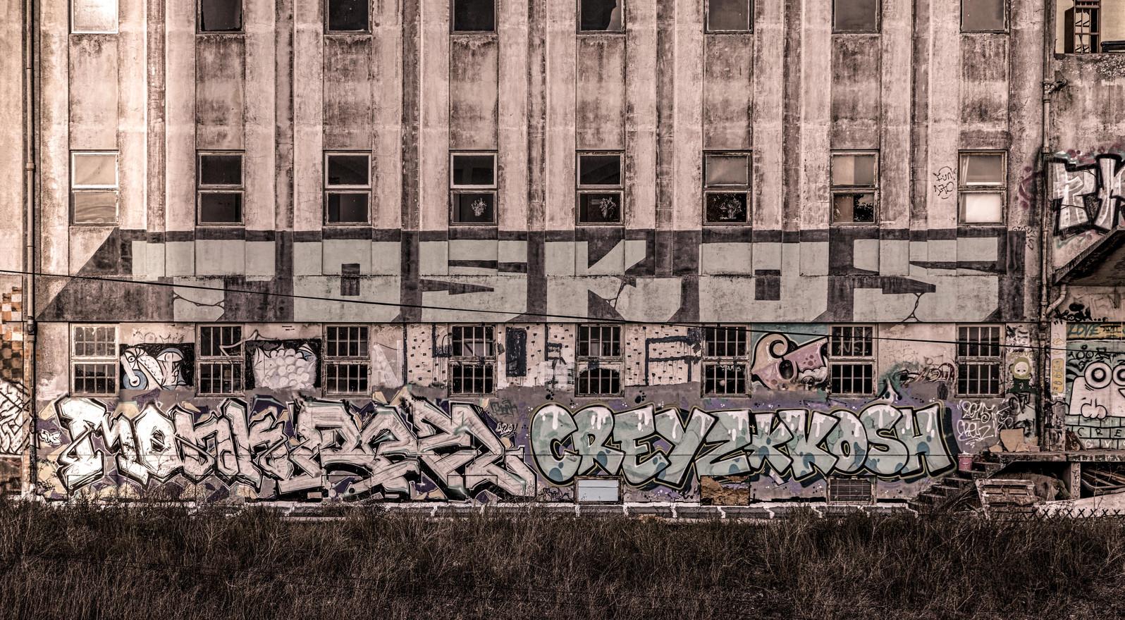 Graffitti foz-Edit.jpg