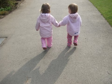 Photo GEM2586 - holding hands.JPG