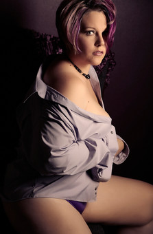 glamour photography for curvy women