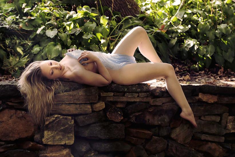 outdoor-boudoir-glamour-nude-photography