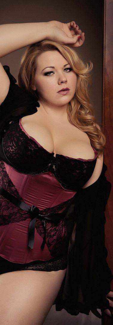 plus-sized-lingerie-glamour-photography.