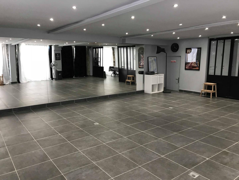 Centre Litchee - la salle principale - miroirs