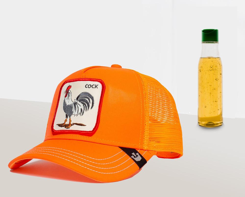 כובע של גורין עם תרנגול