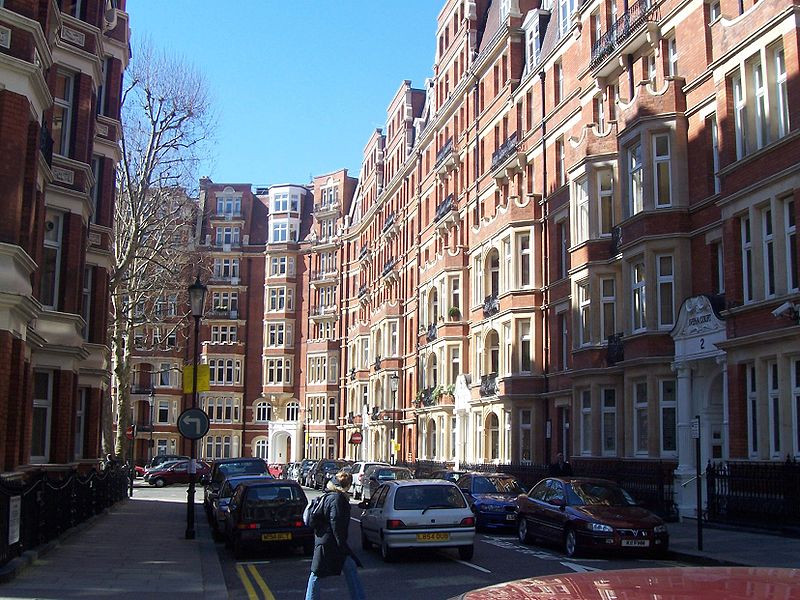 If you find yourself wandering around the posh parts of London, such as South Kensington, you'll definitely start imagining what life would be like living there. Image credit: Yaanch