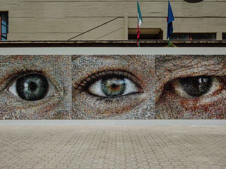 Joan Fontcuberta, Gibellina selfie - Lo sguardo di tre generazioni, 6075 foto su piastrelle