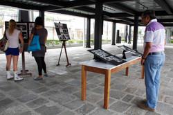Expectadores en la Antigua Aduana