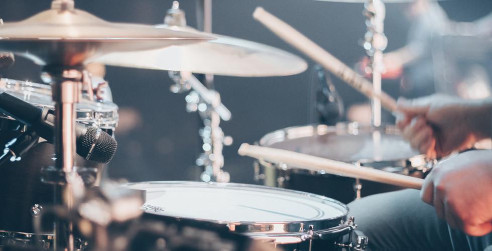 close-up-photo-of-drum-set-995301.jpg
