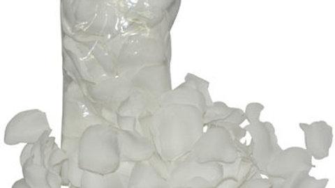 Petales de roses en tissus blanc