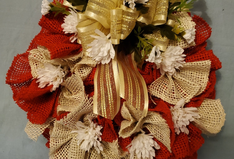 Red, cream burlap with white  daisy wreath
