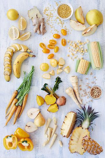 노란색 음식의 건강한 구색