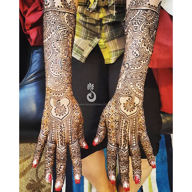 The other side of _plal627's bridal henna. I really love the way her hands turned out and how differ