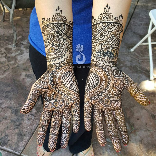 Symmetrical bridal mehndi with a big joint #heart for _sharontakhar1 - Happy #MehndiMonday! --------