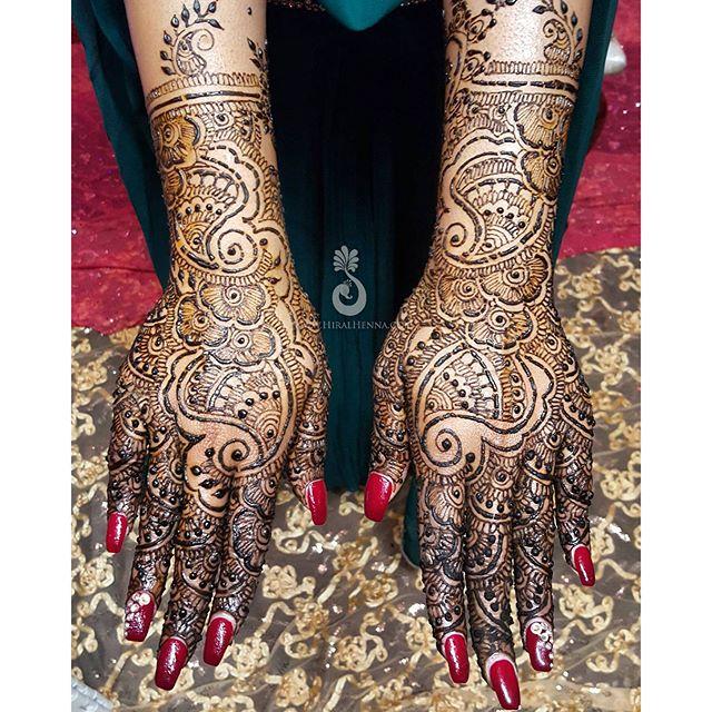 #BridalMehndi for Shaleeni who found me from last year's #VivahBridalExpo!__#bridalhenna #bridetobe