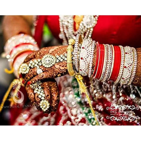 Such a GORGEOUS #nofilter picture of Amba's #bridalhenna by _dkgphotography