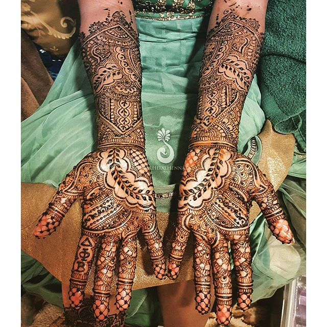 Happy #MehndiMonday! I was so happy with how _xtinadavis's #bridalhenna turned out complete with the
