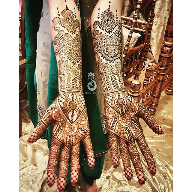 Happy #MehndiMonday! Here's _hmsandhu's #bridalhenna without any peacocks or figures like she reques
