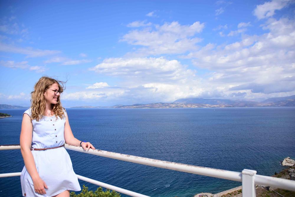 Das Foto zeigt mich auf der Alten Festung in Kerkyra (Korfu Stadt).