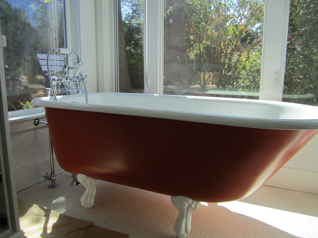 Freestanding Claw bath