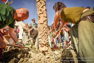 Les rencontres de Fonroque, l'élévation d'un totem