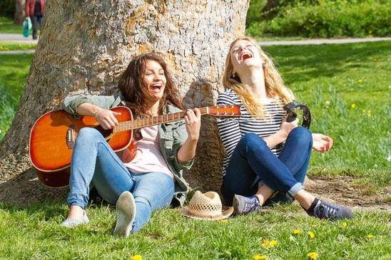 Sophie Analena Gitarre Baum.jpg