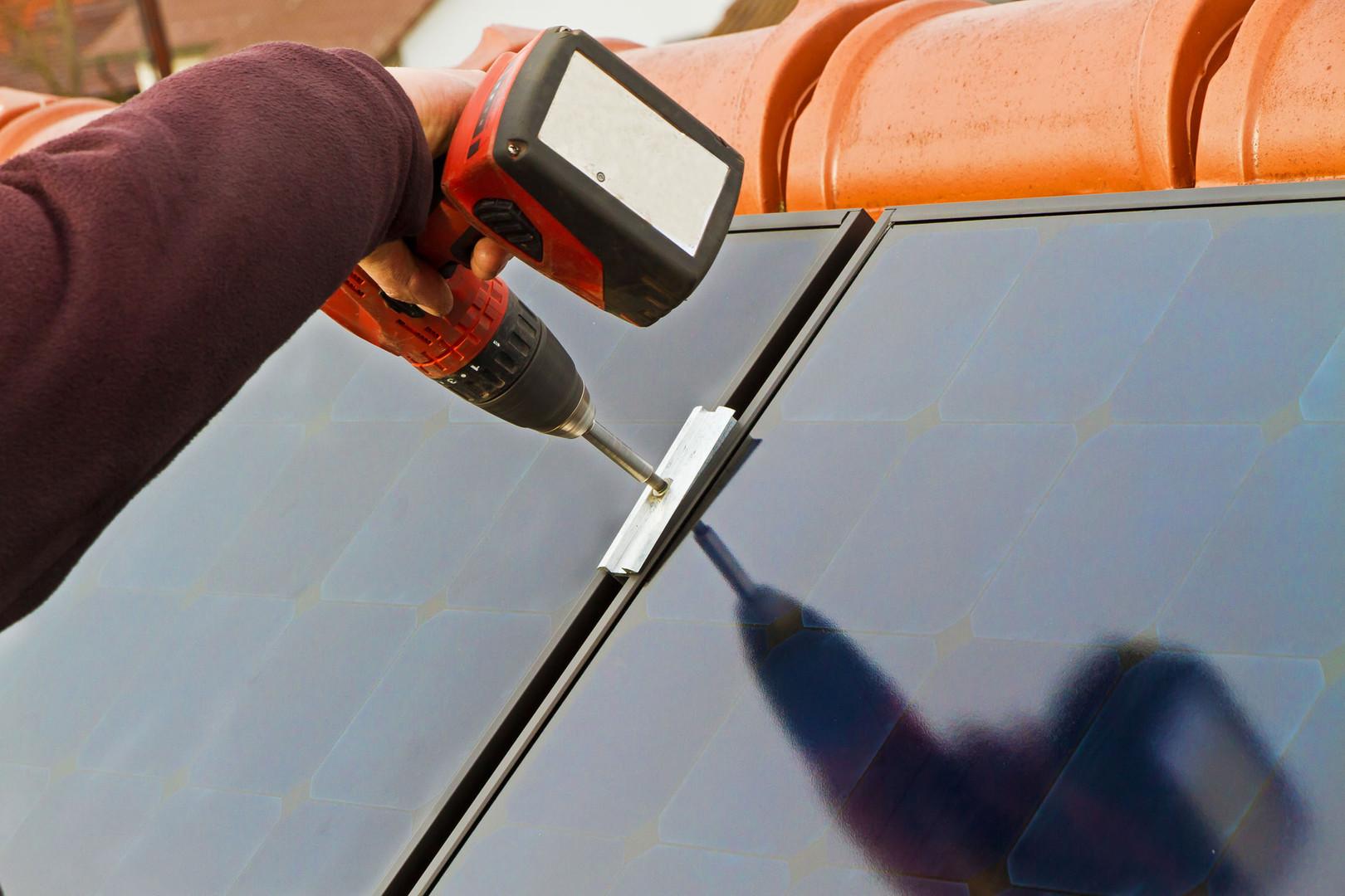 solarzellenmontage schrauber.jpg