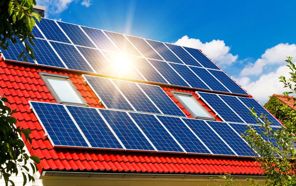 Solarzellen Dach Sonne.jpg