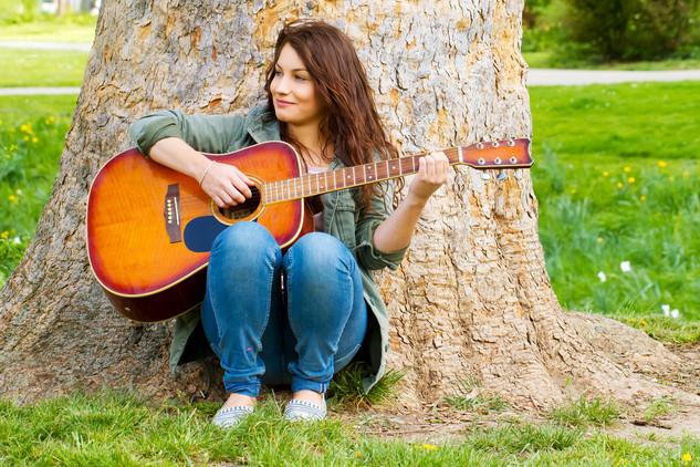 Sophie Gitarre.jpg