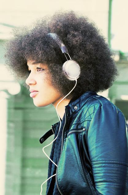 Sahra Headphone 1 b.jpg