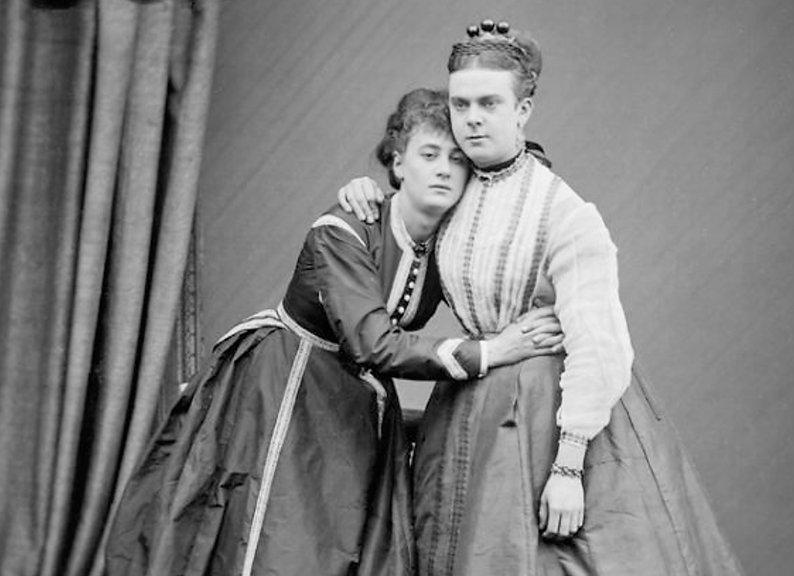Fanny-and-Stella-2.jpg