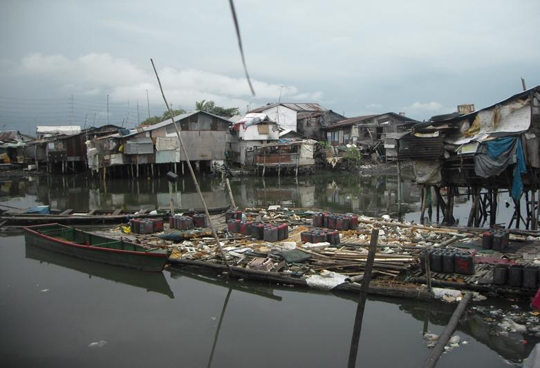 자뽀떼 빈민가의 모스.jpg