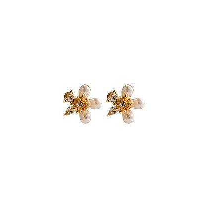 Small Pearl Flower Earrings - Gold